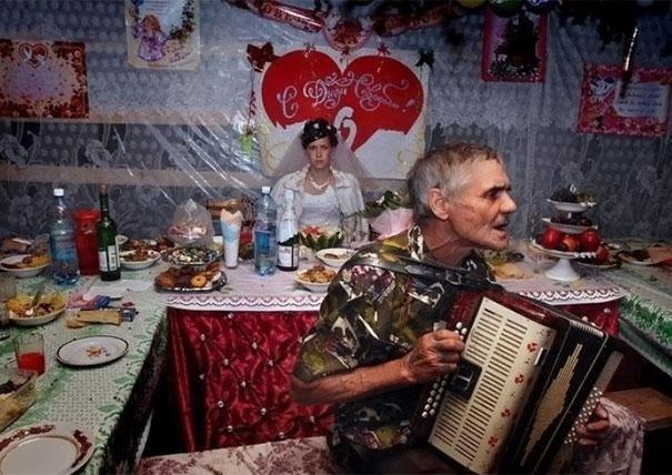UVRNUTE SLIKE SA VENČANJA U RUSIJI (FOTO)