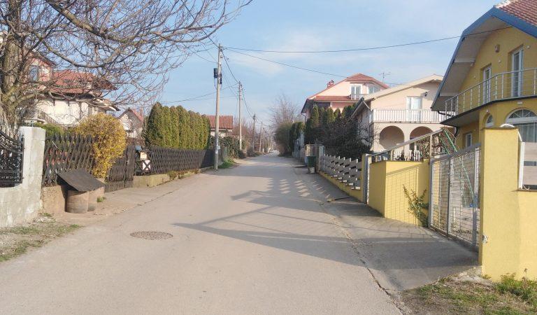 Kao da ste ušli u različite dimenzije: Ova ulica praktično ima dva početka i nijedan kraj