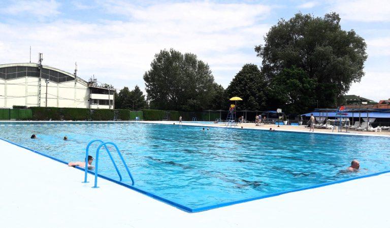 Na bazenu besplatno i komotno (FOTO)