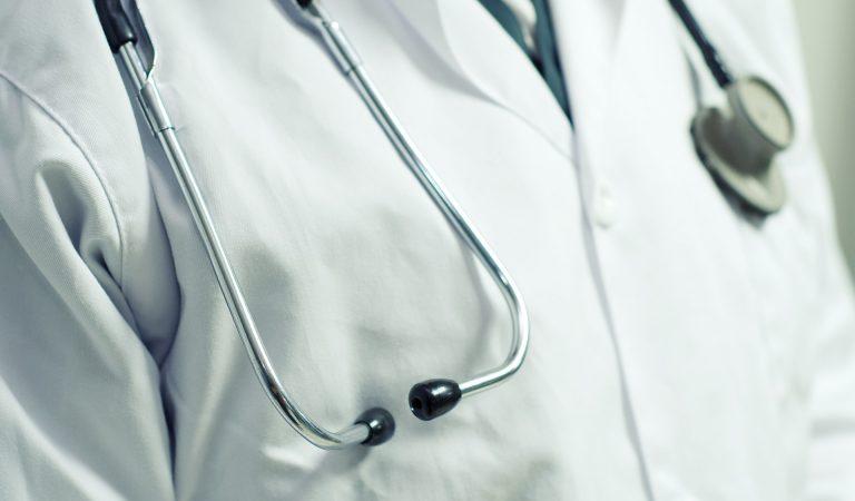 Doktor odbrusio antivakserima, pa dobio opomenu